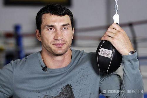 Владимир Кличко сходит набой своего будущего конкурента