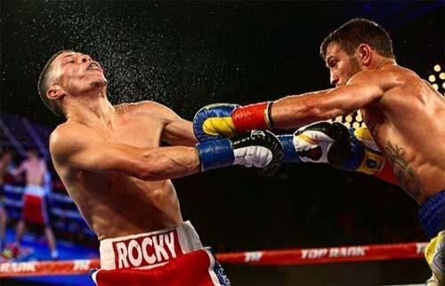 П.Порошенко поздравил В.Ломаченко созванием лучшего боксера года